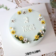 Elegant Birthday Cakes, Pretty Birthday Cakes, Pretty Cakes, Buttercream Cake Designs, Buttercream Flower Cake, Korea Cake, Sunflower Cakes, Mom Cake, Sugar Cake
