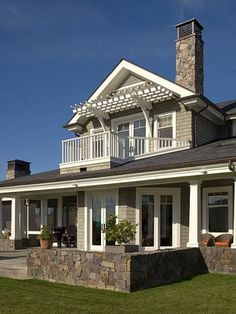 Gast Architects: Projects - traditional - exterior - san francisco - by Gast Architects Love he arbor over the balcony. Girls Bedroom, Bedrooms, Master Bedroom, Master Closet, Country House Design, Bedroom Balcony, Traditional Exterior, Balcony Design, Balcony Ideas