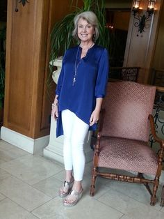 Best Fashion Tips For Women Over 60 - Fashion Trends Over 60 Fashion, Over 50 Womens Fashion, Fashion Over 50, Fashion Tips For Women, Mature Fashion, Chic Outfits, Fashion Outfits, Fashion Trends, Women's Fashion