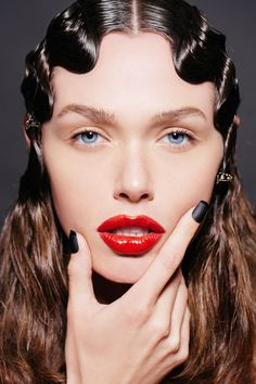81 Stylish Finger Waves hairstyles and how it works - WomenLive HairCuts Classy Hairstyles, Creative Hairstyles, Vintage Hairstyles, Finger Wave Hair, Finger Waves, Hair Inspo, Hair Inspiration, Pelo Editorial, Long White Hair