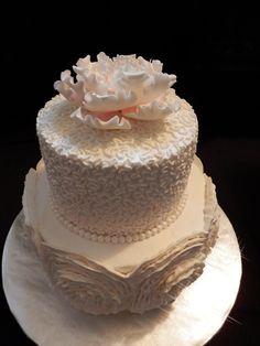 Vintage feel wedding cake