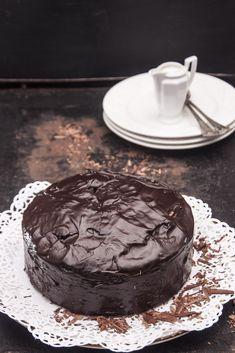 Bardzo czekoladowe i mokre w środku ciasto, w którym zakochają się amatorzy gorzkiej czekolady. Chocolate Lovers, Chocolate Recipes, Cookie Desserts, Confectionery, Cake Cookies, Cheesecake, Food And Drink, Cooking Recipes, Yummy Food