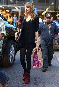 Taylor Swift Photos - Taylor Swift Runs Errands in LA - Zimbio
