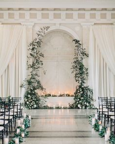 20 Simpale White and Greenery Wedding Color Ideas classic greenery indoor wedding ceremony decor - Boho Wedding Wedding Ceremony Ideas, Indoor Wedding Ceremonies, Wedding Altars, Rustic Wedding, Decor Wedding, Indoor Wedding Decorations, Wedding Cakes, Wedding White, Wedding Rings