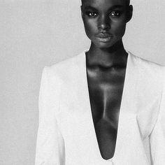 NoirGirl | @jeneilwilliams   #BlackBeauty #NoirBeauty #Lemagazinenoir #jeneilwilliams #BlackModel
