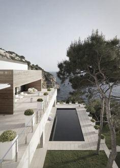 Simple and beautiful. Light coloured paving with a dark pool interior. Pinned onto Pool Design by Darin Bradbury.