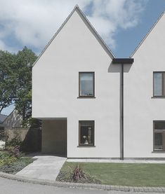 Photo of Village Housing Minus the pitched roof House 2, Mews House, Architecture Today, Residential Architecture, Architecture Design, Minimalist Architecture, Contemporary Architecture, Interior Minimalista, Narrow House
