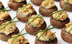 Mouth-Watering Stuffed Mushrooms Recipe with Garlic, Cream Cheese, and Parmesan Cheese stuffed_mushrooms_with_cream_cheese, bread crumbs Thanksgiving Side Dishes, Thanksgiving Recipes, Thanksgiving Turkey, Cheese Stuffed Mushrooms, Fingerfood Party, Garlic Recipes, Potato Recipes, Snacks Für Party, Appetisers