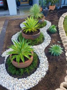Looking for decorating ideas for the garden? Check these 20 DIY garden decor ideas that will surely increase the beauty of your garden. Hunting is more your hobby DIY garden decor idea details. Landscaping With Rocks, Front Yard Landscaping, Landscaping Ideas, Design Jardin, Garden Landscape Design, Diy Garden Decor, Garden Projects, Outdoor Gardens, Plants