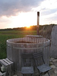 Barrel sauna in Pädaste Manor (Muhumaa) ♡ Round Hot Tub, Barrel Sauna, Medieval Gothic, Spring Nature, Architecture, Travel Pictures, Backyard, Saunas, Hot Tubs