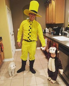 Man in the Yellow Hat costume. Scary Halloween Costumes, Funny Costumes, Halloween 2020, Cool Costumes, Fall Halloween, Costume Ideas, Halloween Ideas, Curious George, Father And Son