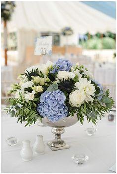 Blue Hydrangea Centerpieces, Blue Flower Arrangements, Blue Hydrangea Wedding, Blue Wedding Centerpieces, White Centerpiece, Floral Wedding, Wedding Bouquets, Wedding Decorations, Hydrangea Wedding Arrangements