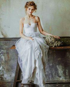 Nós gostamos muito de vestidos assim! E vocês? Qual o vestido dos sonhos? #casarpontocom #casar #casamento #noivas2016 #vestidodenoiva
