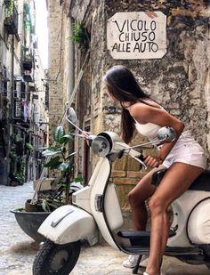 Scooters Vespa, Motos Vespa, Piaggio Vespa, Lambretta Scooter, Scooter Motorcycle, Motorbike Girl, Motor Scooters, Vintage Vespa, Vespa Girl