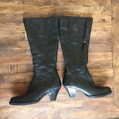 Born boots Leather upper, excellent condition and comfy!       RefK1906 Born Shoes Heeled Boots
