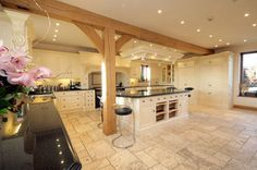I NEED a kitchen this huge!