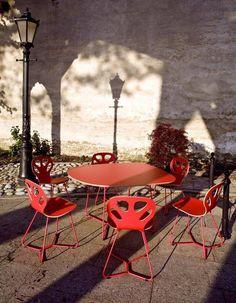 Krzesła Maple Iker w najbardziej atrakcyjnej cenie http://houzee.pl/kampania/krzesla-maple