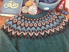 Inspiration ☞ Ravelry: Project Gallery for Riddari pattern by Védís Jónsdóttir Manta Crochet, Knit Or Crochet, Ropa Free People, Norwegian Knitting, Icelandic Sweaters, Knitting Stiches, Herringbone Stitch, Fair Isle Pattern, Fair Isle Knitting