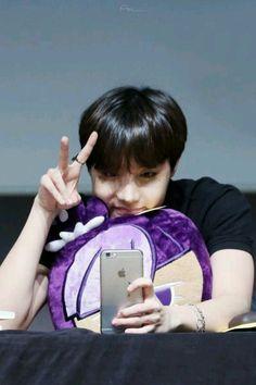 Hobi❤this little cutie Taehyung, Jimin Jungkook, Bts Bangtan Boy, J Hope Selca, Bts J Hope, Jung Hoseok, Bts Memes, Taekook, Rapper