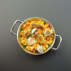 Dollhouse Miniature Food Paella Valenciana in Two Handled Cooking Pan on Etsy… Miniature Kitchen, Miniature Food, Miniature Dolls, Polymer Clay Miniatures, Polymer Clay Crafts, Dollhouse Miniatures, Barbie Food, Doll Food, All The Small Things
