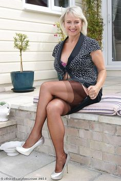 Tribute to a mature in stockings