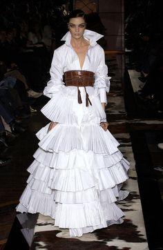 judith-orshalimian: Gianfranco ferré fall 2005 fashion show :)