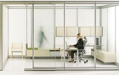 Frosted glass for a light-filled work space. Modular Walls, Office Furniture, Desk, Space, Architecture, Gallery, Frosted Glass, Dental, Home Decor