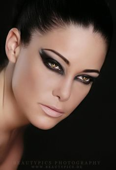 daring eye makeup