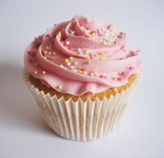 raspberry champagne <br />A raspberry champagne cake that is topped with a raspberry champagne buttercream frosting! Champagne Cake, Vanilla Cupcakes, Buttercream Frosting, Raspberry, Desserts, Food, Tailgate Desserts, Deserts, Buttercream Icing