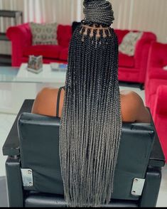 Box braids in braided bun Tied to the front of the head, the braids form a voluminous chignon perfect for an evening look. Box braids in side hair Placed on the shoulder… Continue Reading → Box Braids Hairstyles, Braids Wig, Cool Braids, Boho Hairstyles, African Hairstyles, Black Women Hairstyles, Ombre Box Braids, Braids For Black Women, Braids For Black Hair