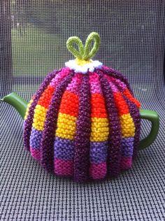 Tea Cosy Knitting Pattern, Tea Cosy Pattern, Hand Knitting, Knitting Patterns, Knitting Ideas, Knitted Tea Cosies, Teapot Cover, Tea Cozy, Looks Cool