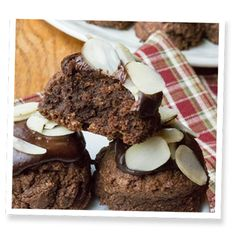 Gluten Free Low-Sugar Chocolate Almond Fudge Cookies | SweetLeaf®