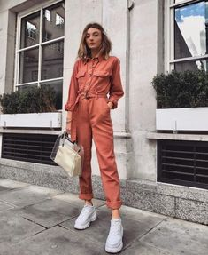 I hope my collection of boiler suits continue to grow because my god they are so comfy! Perfect for hiding the bloated belly full of hot… Jumpsuit Outfit, Casual Jumpsuit, Trendy Outfits, Cool Outfits, Fashion Outfits, Textiles Y Moda, Mode Ootd, Boiler Suit, Mode Inspiration