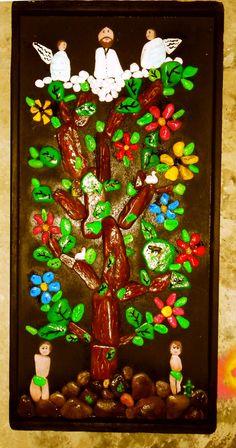 árbol de la vida elaborado con piedras pintadas a mano