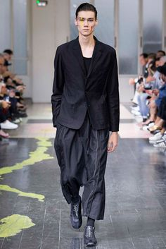 Défilé Yohji Yamamoto – Printemps/Été 2016 – Paris Fashion Week