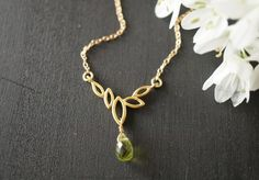 14kgf  ペリドット・リーフ・ネックレス ~  peridot leaf ~