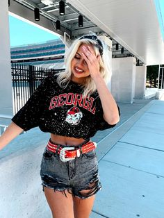University Of Georgia, Vintage Couture, Vintage Designs, Crop Tops, Tees, Model, How To Wear, Clothes, Color