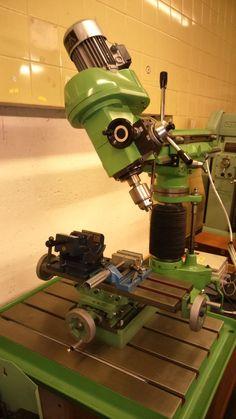 Walker Turner Milling machine/Drilling machine Lathe Tools, Old Tools, Metal Tools, Machine Tools, Cnc Machine, Metal Mill, Fabrication Tools, Metal Workshop, Precision Tools