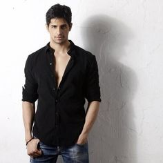 Siddharth Malhotra as ren Indian Celebrities, Bollywood Celebrities, Crazy Celebrities, Desi Guys, Ek Villain, Thing 1, Cute Actors, Dapper Gentleman, Turkish Actors
