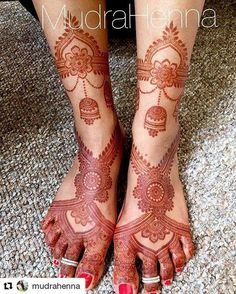 No filter 2 day stain pic of the design from the previous post! I did add in the part around the ankles after I took the last pic! Mehndi Designs Feet, Legs Mehndi Design, Modern Mehndi Designs, Mehndi Design Pictures, Wedding Mehndi Designs, Dulhan Mehndi Designs, Beautiful Henna Designs, Mehndi Images, Wedding Henna