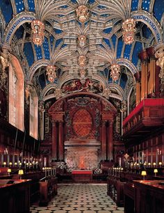 The Chapel Royal at Hampton Court Palace which has been in continuous use for over 450 years. The magnificent vaulted ceiling was installed by Henry VIII in Richmond upon Thames, Greater London, England. Marie Tudor, Dinastia Tudor, Tudor History, British History, History Medieval, Uk History, Haunted History, Asian History, Ancient History