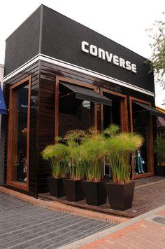 Logo em Letra-caixa e revestimento de madeira envernizada. #aNeopressFaz . Veja mais em www.neopress.com.br