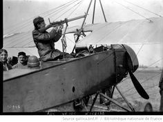 [Georges Guynemer dans son Morane Saulnier, c'est dans cet avion qu'il remporta sa 1ère victoire avec Charles Guerder le 19 juillet 1915] : [photographie de presse] / [Agence Rol]