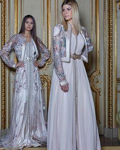 L'image contient peut-être : 2 personnes, personnes debout Western Dresses, Indian Dresses, Arabic Dress, Fairytale Dress, Moroccan Caftan, Caftan Dress, Gowns Of Elegance, Indian Designer Wear, Traditional Dresses