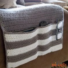 Ravelry: Cozy Couch and Bedside Organizer Caddy pattern by Tamara Kelly Crochet Chain, Crochet Diy, Crochet Home, Crochet Gifts, Crochet Bags, Remote Caddy, Remote Holder, Crochet Abbreviations, Crochet Stitches