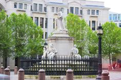 rainha-elisabeth-estatua-saint-paul-the-one-londres