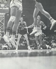 Oregon basketball 1960-61. From the 1961 Oregana (University of Oregon yearbook). www.CampusAttic.com