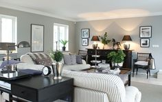 Simplicity-blog: Their livingroom: light and airy. Feng-shui.