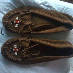Minnetonka Moccasins Only worn once or twice Minnetonka Shoes Moccasins