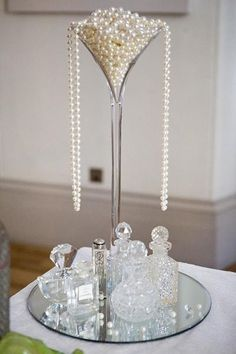 Mariage Great Gatsby et Art déco Styles 1920s Theme, Great Gatsby Theme, Great Gatsby Wedding, Speakeasy Wedding, Art Deco Centerpiece, Candle Centerpieces, Wedding Centerpieces, Pearl Centerpiece, Martini Glass Centerpiece